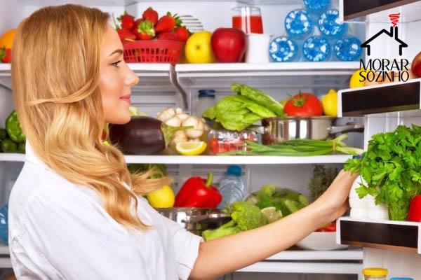 organizar a geladeira morar sozinho