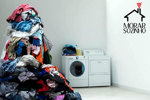 lava roupa na máquina de lavar